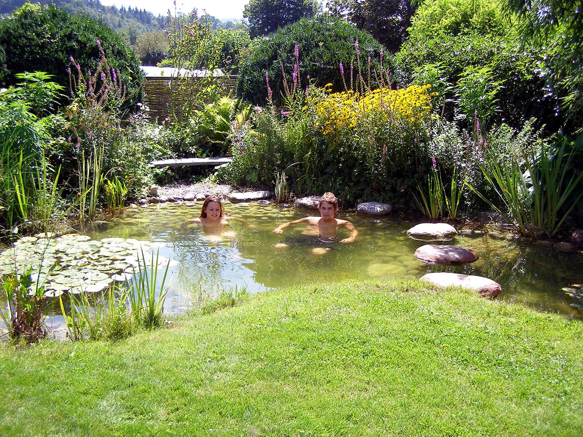 Teich reinigen awesome teich mit bachlauf with teich for Gartenteich algenfrei halten